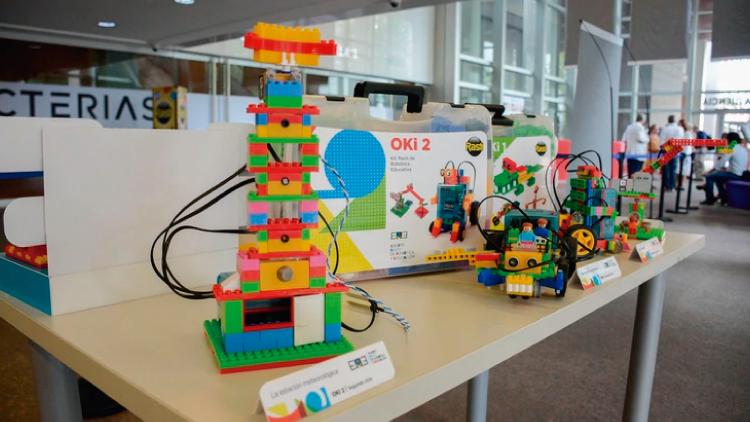 Rasti, entre bloques y robots para las escuelas